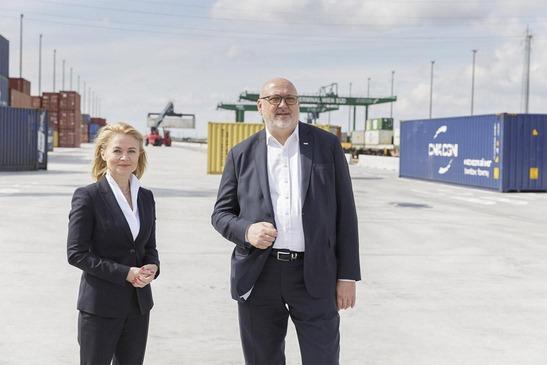 Andreas Matthä und Renate Glisic am Terminal Wien Süd