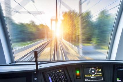 Blick aus einem Triebfahrzeug auf die Gleise