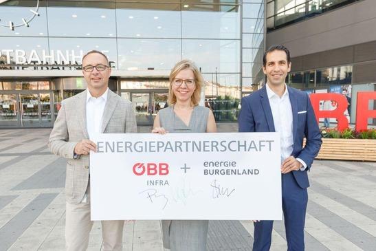 Fotoaufnahme mit VD Pluy, BMK Leonore Gewessler und Vorstand der Energie Burgenland