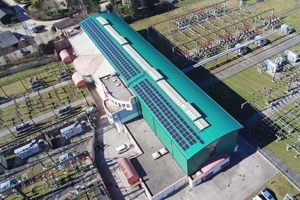 Drohnenaufnahme des Gebäudedachs