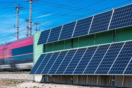 Photovoltaikanlage auf der Schallschutzwand Tullnerfeld
