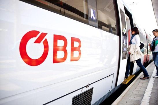PendlerInnen beim Einstieg in die S-Bahn