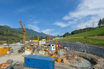 Construction work in Grautschenhof.