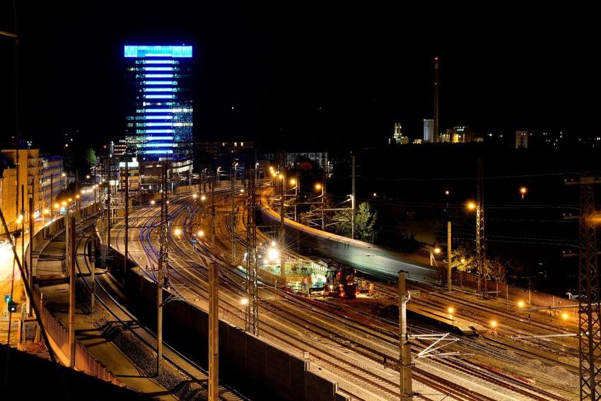 Nachtaufnahme von der Linzer Hauptbahnhof Skyline