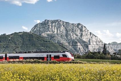 Salzkammergutbahn, Zug vor dem Traunstein