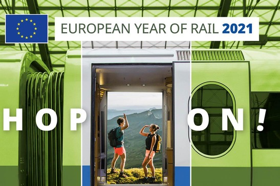 Green train and passengers, symbolic image European Year of Rail, Hop on!