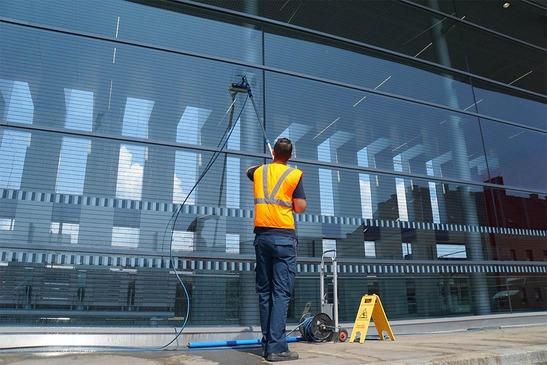 Mungos employee cleans facade