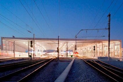 Bahnhof Praterstern beleuchtet bei Nacht