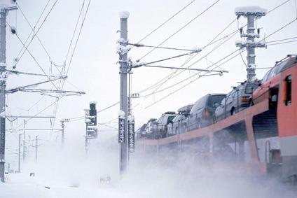 Zug im Schneegestöber