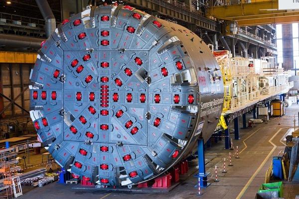 Auf diesem Foto ist der Bohrkopf der Tunnelbohrmaschine zu sehen.