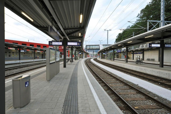 This photo shows a platform of the train station Bruck an der Mur.<br/>