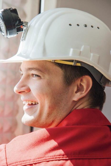 Ein Mineur überwacht die unterschiedlichen Arbeitsvorgänge.