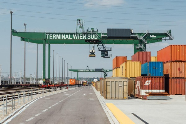 On this picture you can see a gantry crane. Furthermore, several containers are ready for loading.
