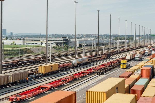 Auf diesem Foto ist die Ladestelle des Güterzentrums Wien Süd zu sehen.