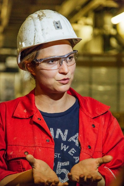 This picture shows a female miner.