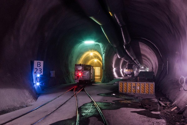 This picture shows a tunnel tube and a rescue train.