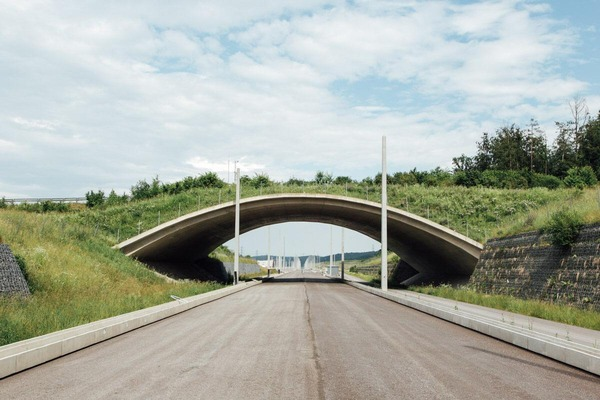 This picture shows an underbridge for a new railway line.