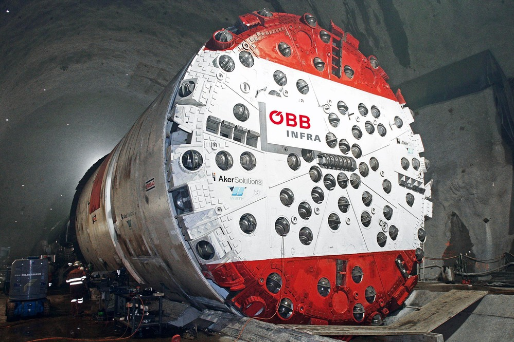This picture shows a tunnel drilling machine.