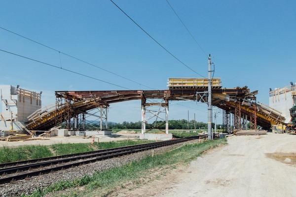 Construction work of a becoming overpass/bridge