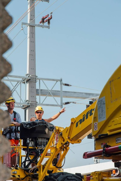 Lever platform with construction workers