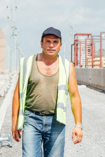 Construction worker with high visibility vest and dark blue cap