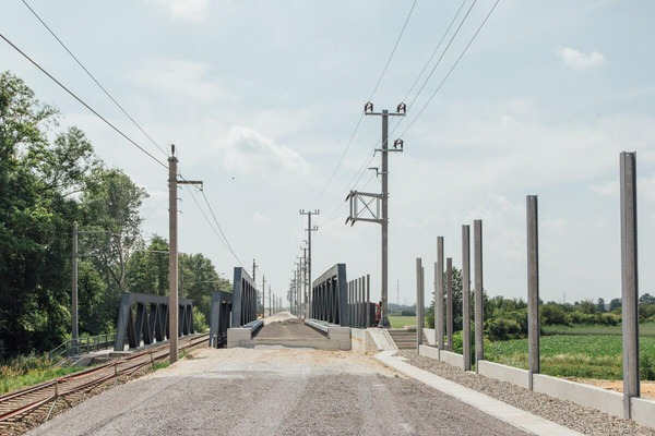 Construction of a small bridge for the new rail network