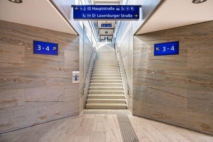 Passenger passage Achau station