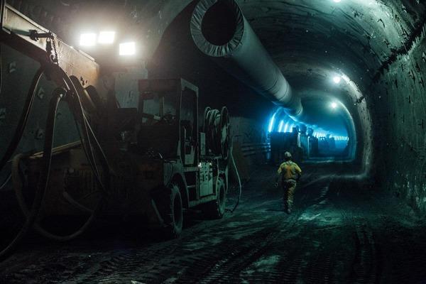 Weitblick in den dunklen Tunnel