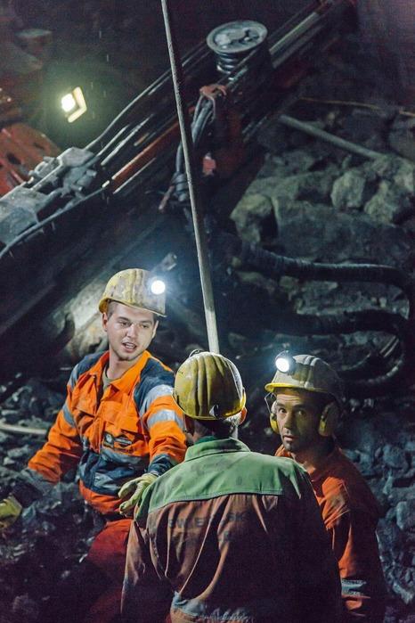 Bauarbeiter besprechen die Lage
