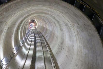 Tunnelbereich Gloggnitz mit Tunnelauskleidung im Herbst 2020