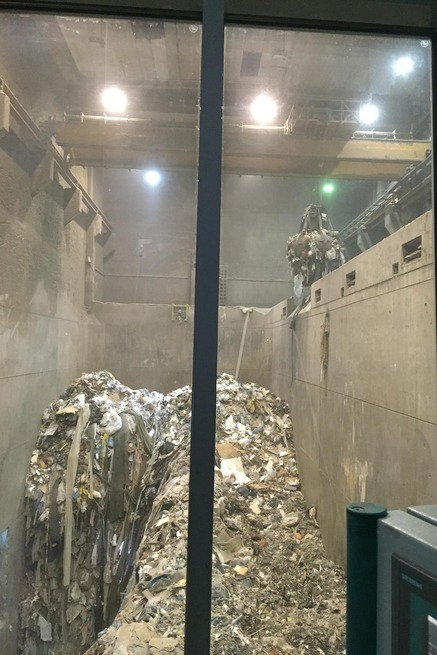 Müllbunker der Verbrennungsanlage / Waste bunker of the incineration plant