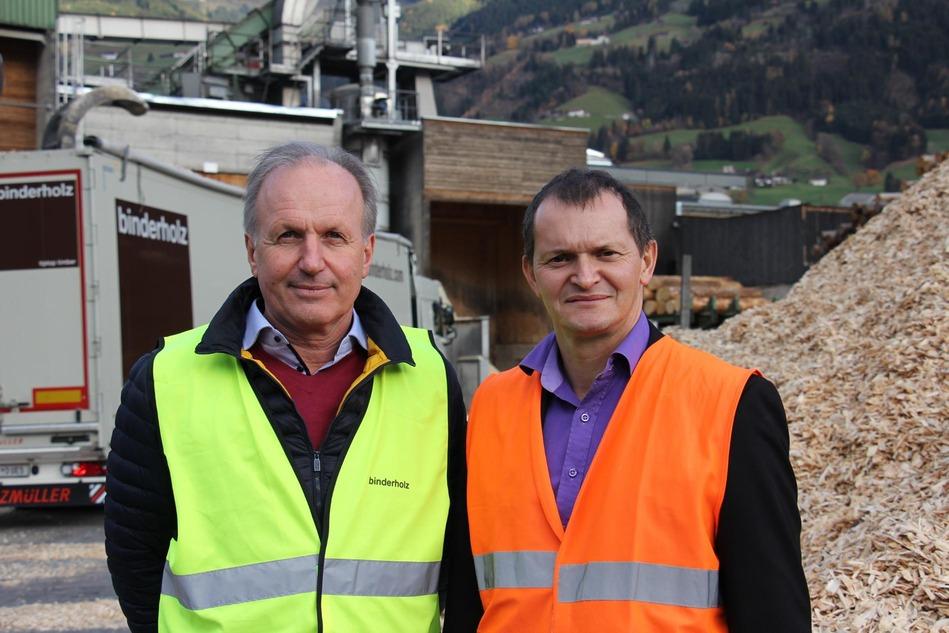 Martin Sigl, Leiter der Logistik binderholz Gruppe und Martin Mairhofer, Key-Account-Manager der Rail Cargo Group – rund 1 Million Festmeter Rundholz wird jährlich im Werk in Fügen, dem Stammsitz der binderholz Gruppe verarbeitet. Ein beträchtlicher Teil davon wird über die Schiene nach Jenbach angeliefert.