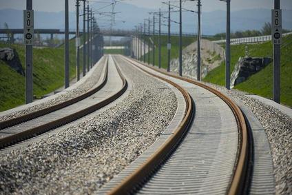 Gleise mit Oberleitung