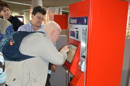 Präsentation neuer Ticketautomat für Menschen mit Mobiltätseinschränkungen
