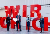 Wirtschaftsministerin Margarete Schramböck und Frauenministerin Susanne Raab überreichen das equalitA Gütesiegel an ÖBB CEO Andreas Matthä und ÖBB Diversity Beauftragte Traude Kogoj