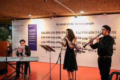 Jiddische Lieder: Zohar Mokady, Jasmin Brauer-Meiri und Pablo del Pino geben der Finissage die großartige Rahmung