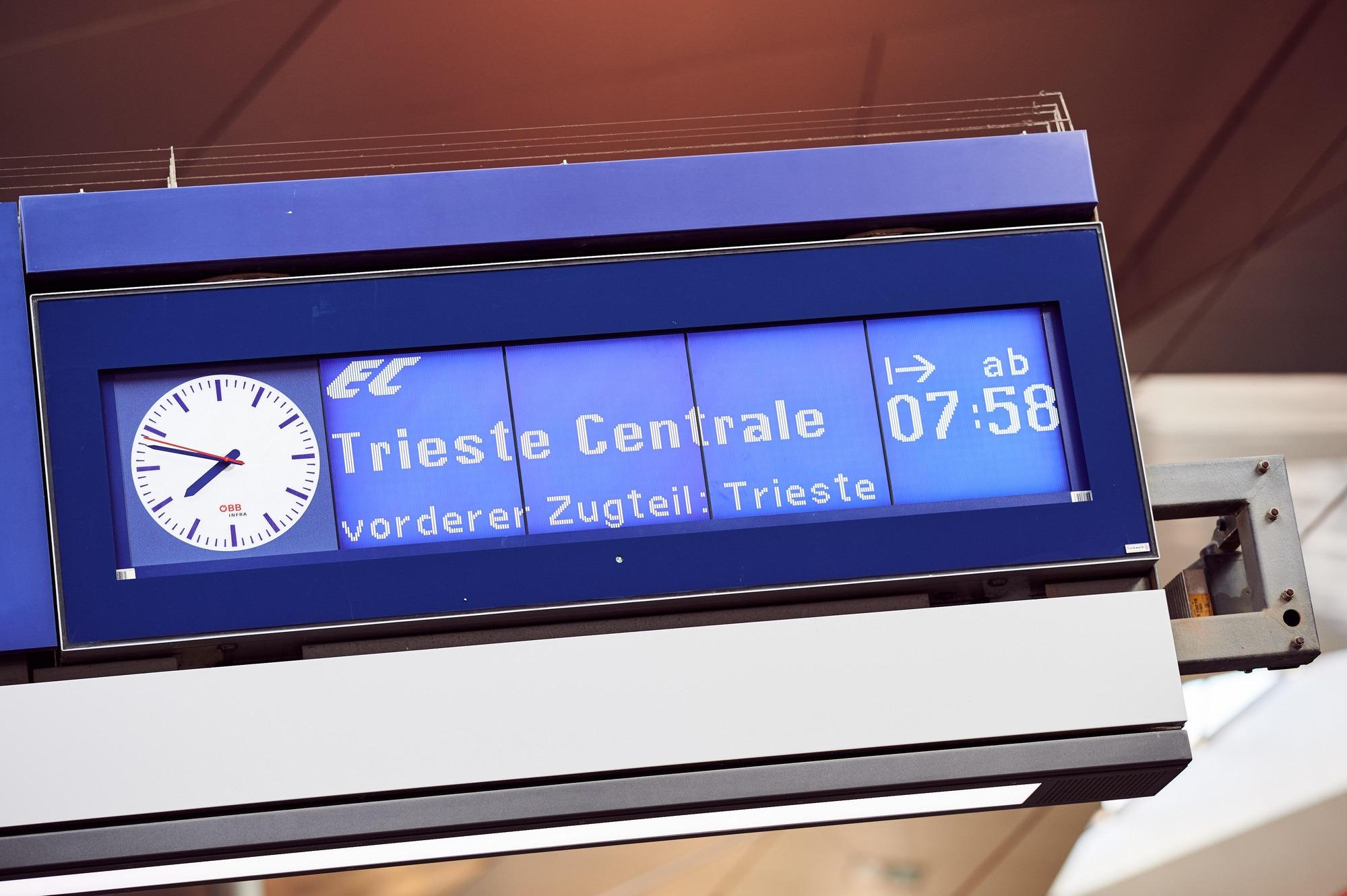 Anzeigetafel Wien - Triest