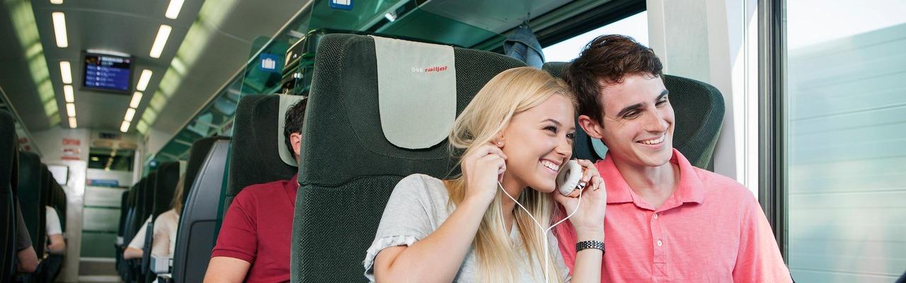 Fahrgäste im Railjet