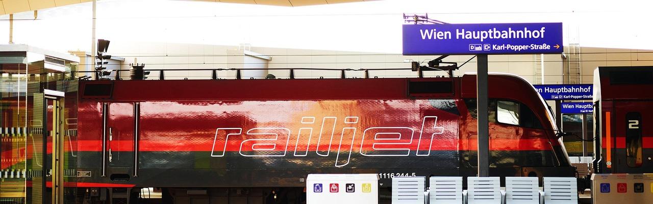 Railjet am Hauptbahnhof Wien