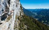 Kletterer auf der Steinplatte