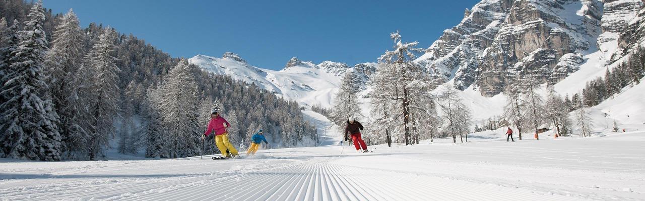 3 Skifahrer im Skigebiet Schlick 2000