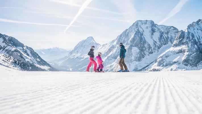 Familie in der Tiroler Zugspitz Arena