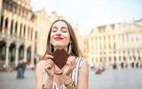 Donna con cioccolato a Bruxelles
