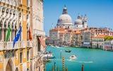 Venetië uitzicht vanaf de brug over het Canal Grande