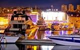 Rijeka-poort 's nachts