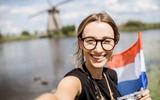 Donna con bandiera olandese