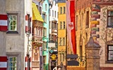 Oude de stadssteeg van Innsbruck met een gouden dak