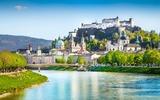 Uitzicht op de stad Salzburg over de Salzach