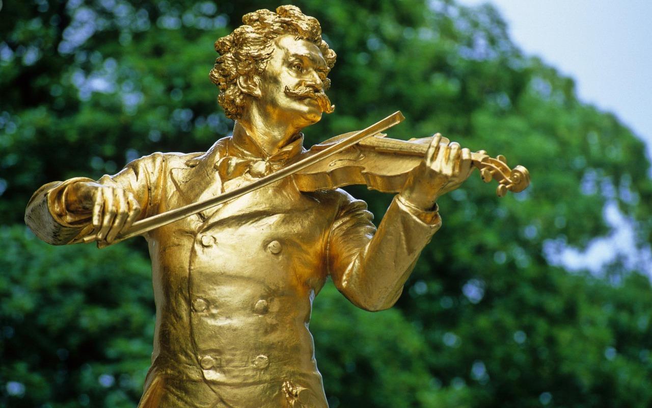 Vienna Statue of Johann Strauss