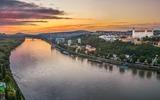 Bratislava bei Dämmerung